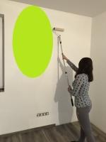 Malování stěny válečkem běžnou interiérovou barevnou barvou v 1 vrstvě, cena práce za m2