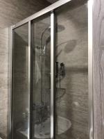 Osazení skleněné sprchové zástěny, cena práce za ks