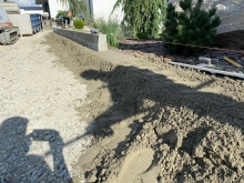 Osázení silničního obrubníku (1000x250x150) na beton  cena práce bez materiálu  za m/b