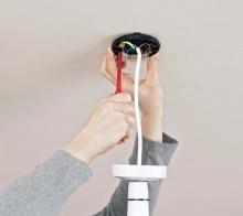 Přikotvení, sestavení a zapojení žárovkového svítidla, cena práce za ks bez materiálu