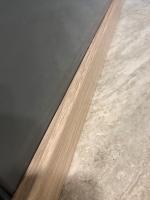 Lepení dřevěné soklové lišty, cena práce za bm