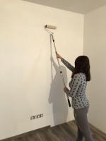 Malování stěny válečkem běžnou interiérovou bílou barvou v 1 vrstvě, cena práce za m2