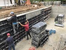 Zřízení bednění monolitických stěn do tloušťky 25cm, cena za m2