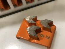 Diamantové nástroje pro HTC stroje zrnitost 16 řada extreme Hard VXHF pro  tvrdý povrch 3x diamant (beton, terrazzo)