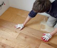 Položení dřevěné masivní podlahy, cena práce za m2