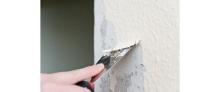 Odstranění staré malby na zdi, cena práce za m2