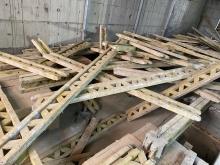Odstraněni  bedněni  stropu  a očištěni od hřebíku a betonu