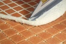 Spárovaní mozaiky cementovou spárovací hmotou, cena práce za m2