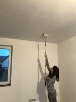 Malování stropu válečkem běžnou interiérovou bílou barvou v 1 vrstvě, cena práce za m2