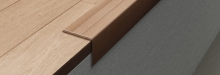 Schodová hrana samolepící Profilpas Prestwood 25x20mm 2,7m dub šedožíhaný tmavý