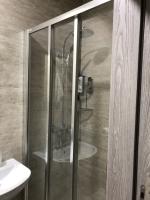 Osazení plastové sprchové zástěny, cena práce za ks
